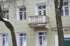 La vecchia casa con un balcone Yaroslavl, Russia Fotografia Stock