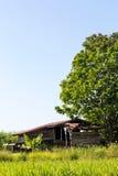 La vecchia casa di legno del cottage è stata abbandonata Fotografia Stock Libera da Diritti
