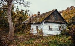 La vecchia casa di legno gettata Fotografia Stock Libera da Diritti