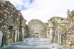 La vecchia cattedrale in Glendalough, montagne di Wicklow, Irlanda Immagini Stock Libere da Diritti