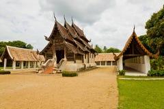 La vecchia chiesa di legno in tempiale di Intravas Immagini Stock
