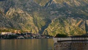 La vecchia città di Cattaro, vie della città montenegro stock footage