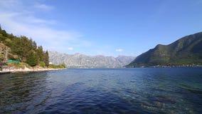 La vecchia città di Perast sulla riva della baia di Cattaro, Montenegro Th archivi video