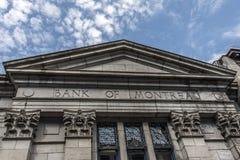 La vecchia costruzione della Banca del cielo nuvoloso di Montreal Québec nel Canada fotografia stock libera da diritti