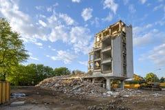 La vecchia costruzione sta demolenda Fotografia Stock Libera da Diritti