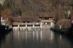 La vecchia diga del aare a Interlaken/unterseen Immagine Stock Libera da Diritti