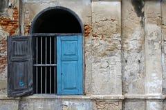 La vecchia finestra blu d'annata Immagine Stock Libera da Diritti