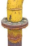 La vecchia flangia esposta all'aria del collegamento di tubo del gas ha isolato Immagini Stock