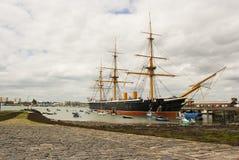 La vecchia fregata reale HMS della marina vittoriosa la nave da guerra placcata del primo ferro nella marina britannica ed ora in immagini stock