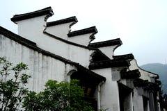 La vecchia gronda della casa del cinese immagine stock