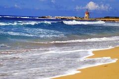 La vecchia Italia classica, Sicilia, mulino a vento dell'annata Immagine Stock Libera da Diritti