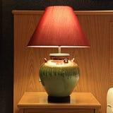 La vecchia lampada da tavolo di modo Fotografia Stock