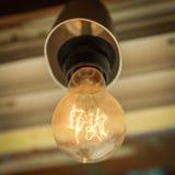 La vecchia lampadina sul soffitto Immagini Stock Libere da Diritti