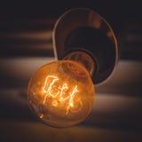 La vecchia lampadina sul soffitto del caffe Immagine Stock Libera da Diritti