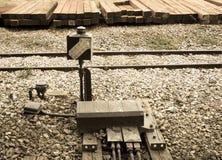 La vecchia luce del treno firma la vista dentro invecchiata Immagine Stock