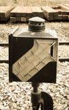 La vecchia luce del treno firma la vista dentro invecchiata Fotografia Stock