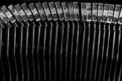 La vecchia macchina da scrivere placca i percussori Strykers con le lettere ed i simboli Fotografia Stock