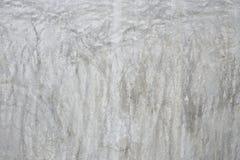 La vecchia parete grigia ha rotto il calcestruzzo Immagine Stock Libera da Diritti