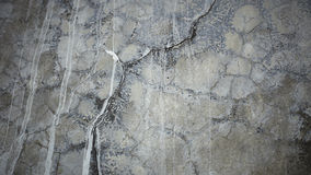 La vecchia parete grigia ha rotto il calcestruzzo Immagini Stock Libere da Diritti