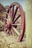 La vecchia ruota di vagone di legno Fotografia Stock Libera da Diritti