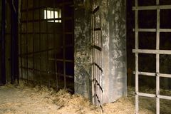 La vecchia stanza in prigione antica per le torture fotografia stock