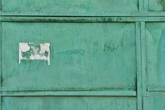 La vecchia struttura del metallo ha ricoperto di vecchia pittura verde fotografia stock