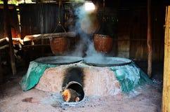 La vecchia stufa antica per rende a salgemma la conoscenza indigena del kluea della BO nella città di Nan Fotografia Stock