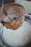La vecchia stufa antica per rende a salgemma la conoscenza indigena del kluea della BO nella città di Nan Fotografie Stock