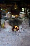 La vecchia stufa antica per rende a salgemma la conoscenza indigena del kluea della BO nella città di Nan Fotografia Stock Libera da Diritti