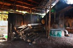 La vecchia stufa antica per rende a salgemma la conoscenza indigena del kluea della BO nella città di Nan Immagine Stock Libera da Diritti