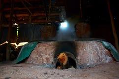 La vecchia stufa antica per rende a salgemma la conoscenza indigena del kluea della BO nella città di Nan Fotografie Stock Libere da Diritti