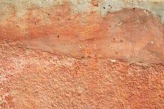 La vecchia terracotta astratta ha intonacato il fondo rosso di struttura della parete Fotografia Stock