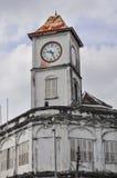 La vecchia torre di orologio della città di Phuket fotografia stock