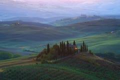 """La vecchia villa """"belvedere di Podere """"nel paesaggio di alba, Toscana immagini stock"""