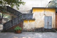 La vecchie costruzione e porta sono invecchiato, oggetto d'antiquariato, l'architettura, il fondo, b Fotografie Stock Libere da Diritti