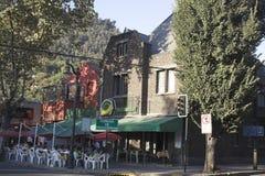 La vecindad típica Santiago hace Chile imagenes de archivo