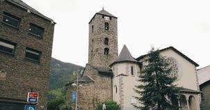 La Vella, Andorre de l'Andorre - 15 mai 2018 : Église célèbre de prince Benlloch Square Near de saint Esteve Esglesia De Sant clips vidéos