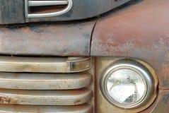 La vendimia aherrumbrada toma el carro Foto de archivo libre de regalías