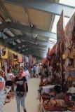 La vendita dei ricordi, il mercato centrale Bazar-è Toamasina, Madagascar Fotografie Stock Libere da Diritti