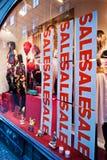La vendita firma dentro la finestra del negozio Immagine Stock Libera da Diritti