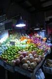 La vendita fruttifica nel mercato bagnato a Shanghai del centro Fotografia Stock