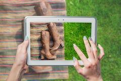 La vendita online, affare calza online Immagini Stock
