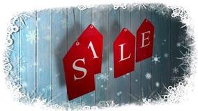 La vendita rossa etichetta l'attaccatura contro legno con il confine festivo stock footage