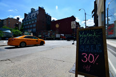 La venta de destello firma adentro Nueva York Fotografía de archivo libre de regalías