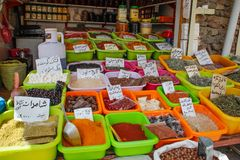 La venta de especias en los bazares de Irán imágenes de archivo libres de regalías