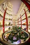 La venta del Año Nuevo de la Navidad en una alameda grande Fotografía de archivo