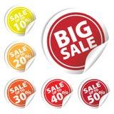 La venta grande marca con etiqueta con venta hasta el 10 - 50 por ciento de texto en etiquetas del círculo Fotos de archivo libres de regalías