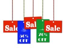 La venta y el descuento colgantes marcan con etiqueta con el camino de recortes Foto de archivo libre de regalías