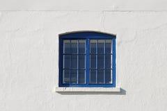 La ventana azul imagenes de archivo