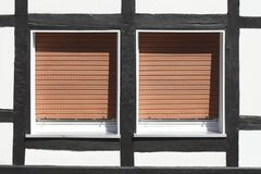 La ventana con tirado hacia abajo shutters Imagen de archivo libre de regalías